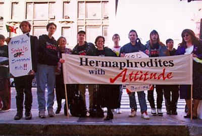 La primera protesta pública de personas intersexuales (26 de octubre de 1996). Vía intersexualite.de